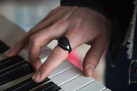 Neova MIDI ring lets musicians control their musical creations through gestures