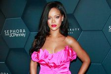 Rihanna Sends Words of Love to Fan Battling Cancer: 'Sis We Are All Praying For You'