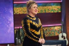 Watch Kelly Clarkson's Touching Cover of Fred Rogers' 'Won't You Be My Neighbor?'