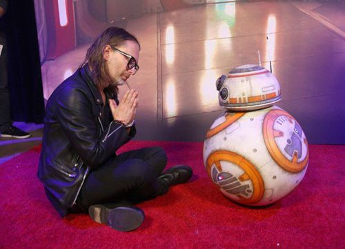 Thom Yorke meets BB-8 at Star Wars: The Last Jedi premiere