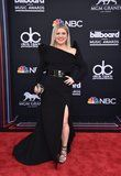 "Kelly Clarkson Struts Her Stuff at the BMAs, and All We Can Say Is ""Slay, Kelly, Slay!"""