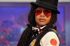 Erykah Badu Returns to 2018 BET Hip Hop Awards With Fiery Cypher Freestyle: Watch