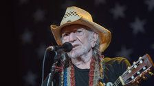 Willie Nelson Has 3 Blunt Words For Republicans Angry Over Beto O'Rourke Support