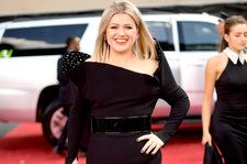 Watch Kelly Clarkson Talk 'The Voice' Finale, Tour Plans at Billboard Music Awards