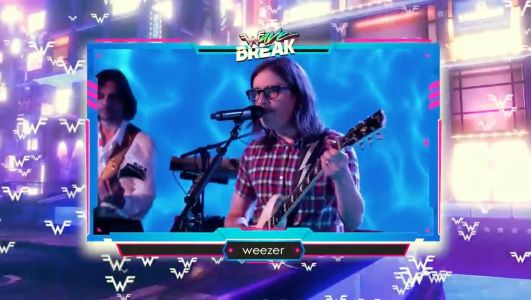 """Watch Weezer Debut The Pitchfork-Dissing """"Tell Me What You Want"""" At Summer Game Fest"""