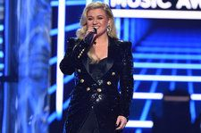 Kelly Clarkson Performs National Anthem at Indy 500: Watch