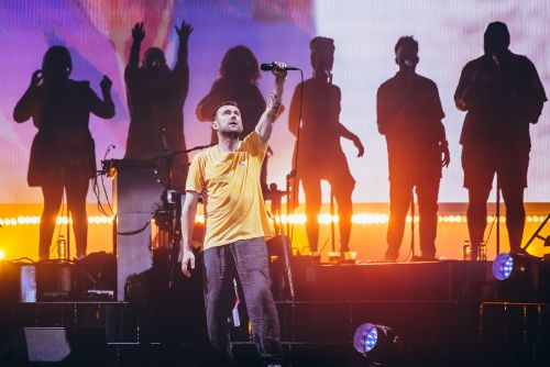 """Watch Gorillaz Cover """"Song 2"""" With Blur's Graham Coxon"""