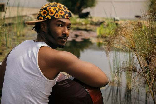 "Willie Jones Blends Country-Trap With Classic Banjo-Picking on ""Trainwreck"""