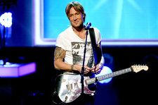 Keith Urban Details New Album 'Graffiti U,' Announces 2018 World Tour Dates