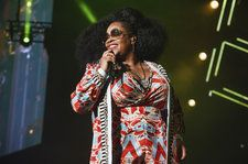 NSFW: R&B Star Jill Scott Simulated Oral Sex Onstage and Twitter Is Freaking Out