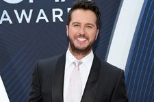 Luke Bryan Leads Star-Studded 'What Makes You Country' Performance to Kick Off 2018 CMA Awards