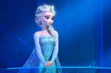 Boston Attorney Dressed as Princess Elsa From 'Frozen' Pushes Police Wagon Out of Snow