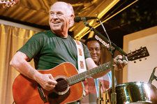 Jimmy Buffett Mic-Drops After National Anthem Performance: Watch