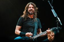 Dave Grohl Surprises Club With Performance of Nirvana's 'All Apologies': Watch