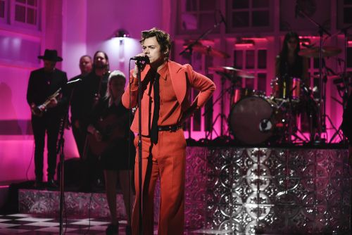 "Watch Harry Styles Host SNL, Debut ""Watermelon Sugar"""