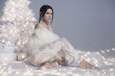 Jessie J Unveils Fun Animated Lyric Video For 'Santa Claus Is Coming To Town': Watch