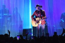 Watch Jason Aldean's Intoxicating Performance of 'Drowns the Whiskey' at 2018 CMT Music Awards