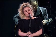 Kelly Clarkson Performs Stunning Cover Of Brandi Carlile's 'The Joke': Watch