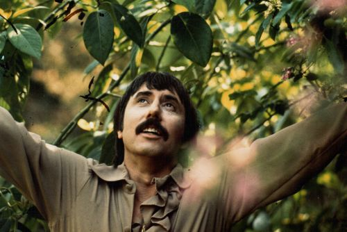 With 'Cruisin' for Surf Bunnies', the Legendary Lee Hazlewood Hits the Beach in Style