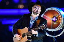 Garth Brooks On His Amazon Deal and Putting Radio First: 'Country Radio is the 800-Pound Gorilla'