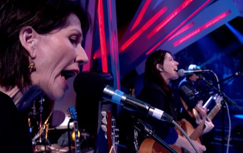 The Breeders Perform On Jools Holland: Watch