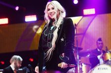 Kesha Helped Two Fans Get Engaged at Detroit Show