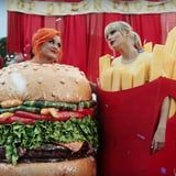 """Katy Perry's Hamburger Costume Has Us Wondering When the Heck the """"You Need to Calm Down"""" Video Was Filmed"""