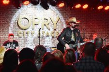 Jason Aldean Earns Sixth Top Country Albums No. 1 With 'Rearview Town'