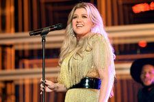 Kelly Clarkson to Perform at Macy's Thanksgiving Day Parade