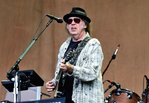 "Watch Neil Young Perform ""New Mama"" For First Time In 42 Years"