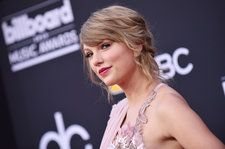 Taylor Swift's BBMA Dress Took Over 800 Hours To Make, According To Versace