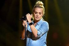 Carrie Underwood Rocks Baby Bump at American Music Awards Rehearsals