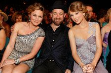 Taylor Swift Earns First Top 40 Country Airplay Hit Since 2013, Thanks to Sugarland Collab 'Babe'