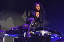 Normani Delivers Cool Performance of 'Waves' With 6LACK on 'Tonight Show': Watch