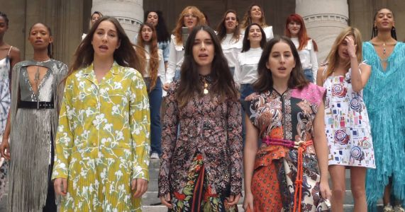 "Watch Haim And Paris Fashion Week Models Cover Shania Twain's ""That Don't Impress Me Much"""