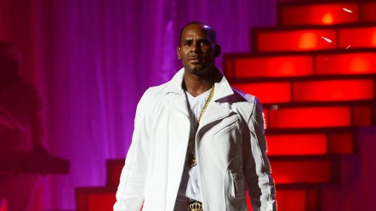 Citing 'Pattern Of Abuse' By R. Kelly, Dallas Woman Delivers Evidence To Police