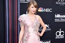 Taylor Swift Appears at 2018 Billboard Music Awards Red Carpet