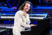Yanni Leads Top Facebook Live Videos Chart for Third Time