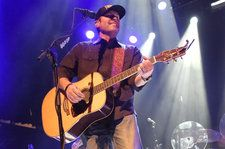 Makin Tracks: Casey Donahew's 'Let's Make A LoveSong' Has Radio Written All Over It