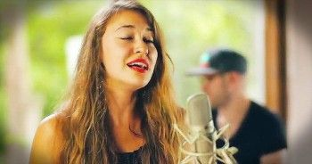 'I Am Yours' - Acoustic Performance From Lauren Daigle