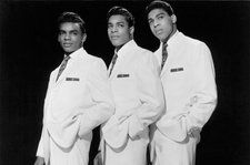 The Isley Brothers Pay Tribute to Aretha Franklin at Detroit Homecoming