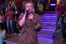 Kelly Clarkson Is the 'Only Girl' Who Can Pull Off This Sky-High Rihanna Cover