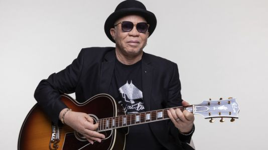 Salif Keita Gives His Blessing And Takes A Final Bow With 'Un Autre Blanc'