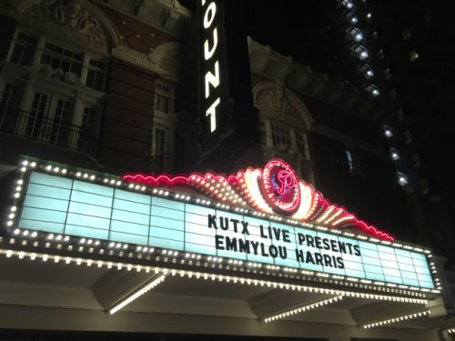 Emmylou Harris takes the long view of a storied career in first of two Paramount nights