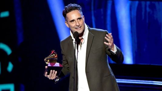 The 19th Annual Latin Grammy Awards Reward Hip-Shaking, Deep Thinking