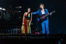 Harry Styles & Kacey Musgraves Team Up to Cover Shania Twain's 'Still the One': Watch