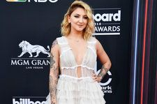 Julia Michaels' New EP Features Songs With Selena Gomez, Niall Horan