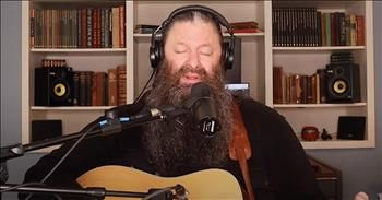Folk Singer Performs 'Turn Your Eyes Upon Jesus' Classic Hymn