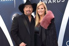 Garth Brooks Debuts Love Song for Trisha Yearwood 'Stronger Than Me' at 2018 CMA Awards