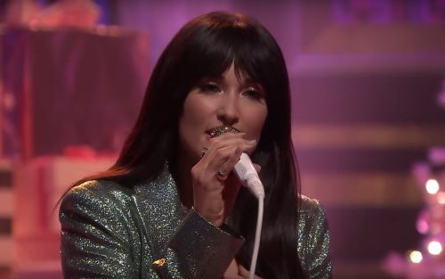 "Watch Kacey Musgraves Debut Her New Holiday Song ""Glittery"" On Fallon"